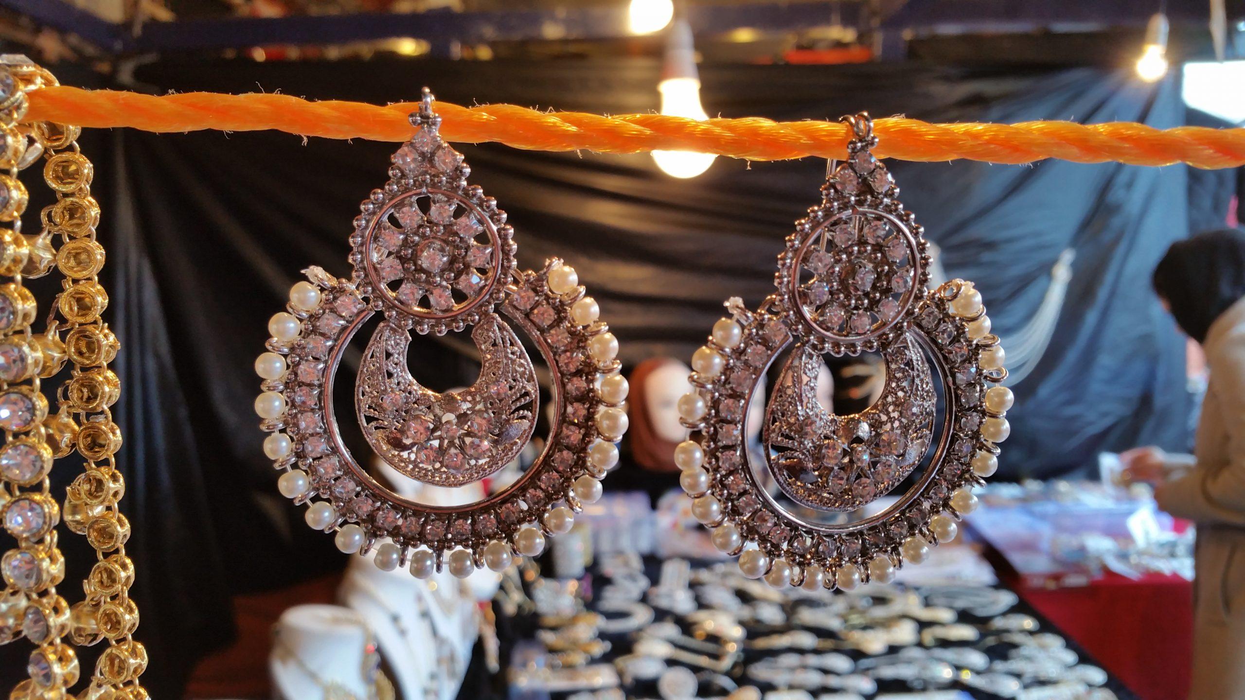 Party earrings - Fashion earrings - golden earrings - mehndi earrings - bridal earrings - wedding earrings - party earrings - wholesale Pakistani jewellery - bespoke Pakistani jewellery