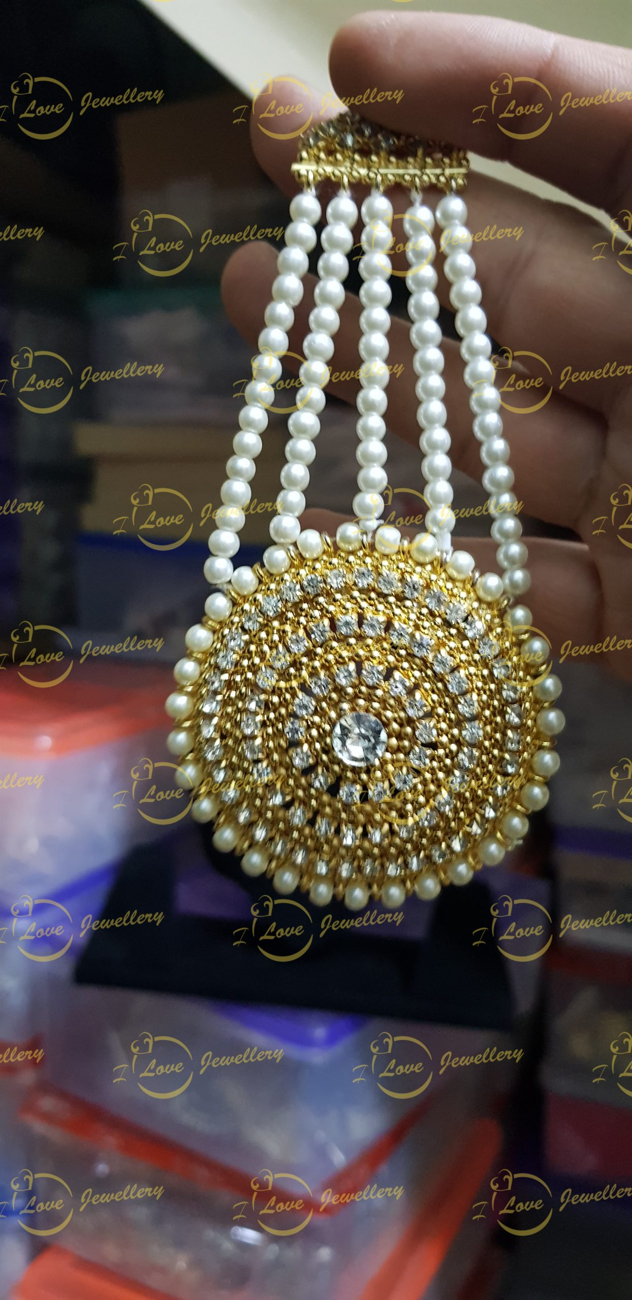 golden Jhoomar - jhoomar tikka set - wholesale Pakistani jewellery - bespoke Pakistani jewellery